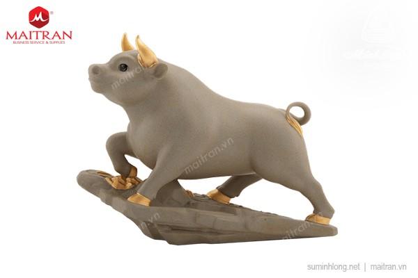 Tượng gốm sứ Minh Long Trâu Thịnh Vượng 25cm - Màu Đất Xám
