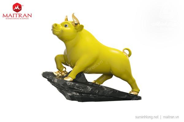 Tượng gốm sứ Minh Long Trâu Thịnh Vượng 25cm - Màu Vàng - Trang trí vàng 24k